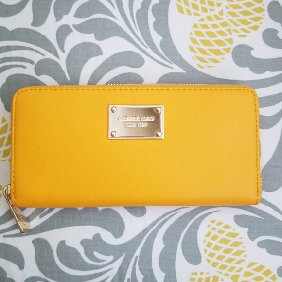 5cf23334f47709 Michael Kors Mustard Jet Set Zip Around Wallet. M_5af19e302ae12fabd28cb48b